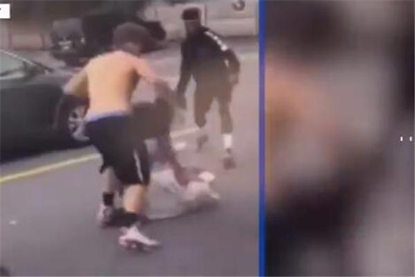 美国一16岁学生被围殴捅刺致死 围观者只顾拍视频无人帮忙