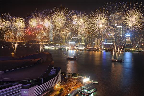 香港维多利亚港国庆烟花汇演取消 各界强烈呼吁制暴止乱