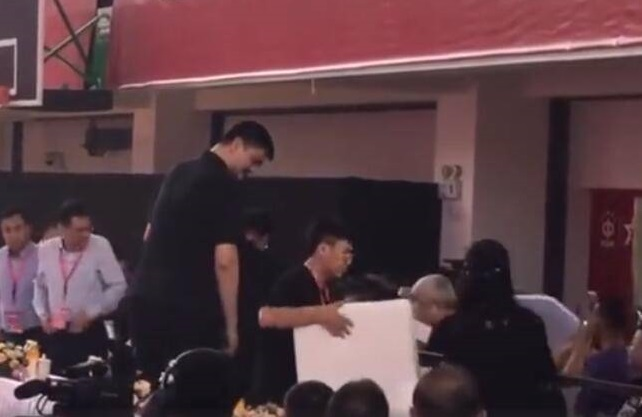 姚明拒绝特殊待遇,姚明,中国男篮主席姚明