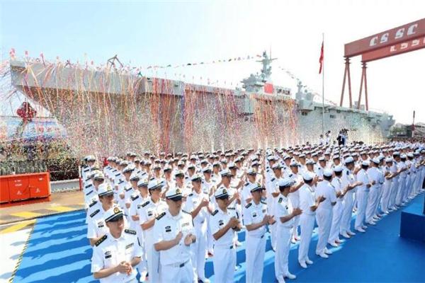 中国两栖攻击舰首舰下水 或将使用省份名字命名