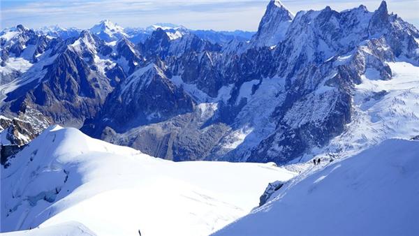阿尔卑斯山或塌陷,意大利紧急疏散附近居民