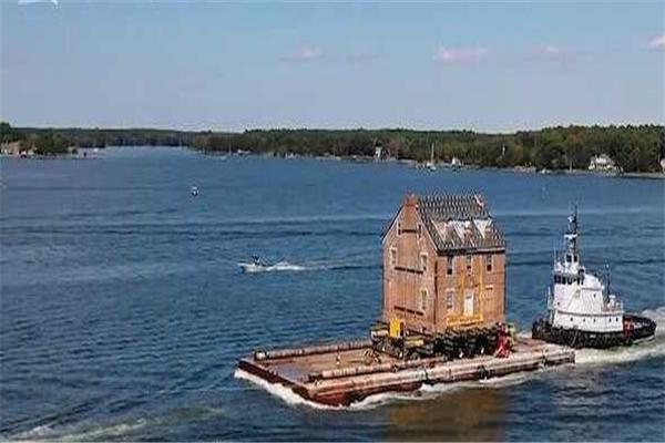 开船把别墅拖到海边,美国,别墅拖到海边,开船把别墅运到海边,开船运别墅,开船拖别墅