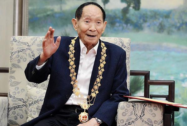 """袁隆平荣获共和国勋章感受:很""""重"""",很激动,也是个鞭策"""