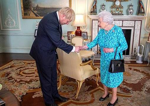 英国首相向女王道歉什么怎么回事?英国首相约翰逊做了什么?