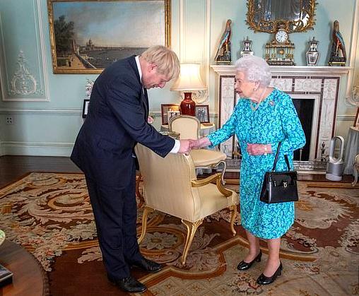 英首相向女王道歉,英国首相,英国女王