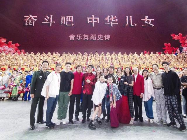 70周年国庆文艺晚会激情上演 大半个娱乐圈明星都上场了!