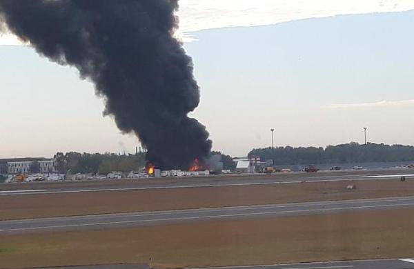 美国一架飞机坠毁造成至少7人死亡 事故飞机为老式B-17轰炸机