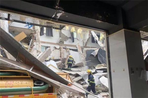 南京一公寓局部坍塌,公寓局部坍塌,南京公寓坍塌,南京公寓局部坍塌