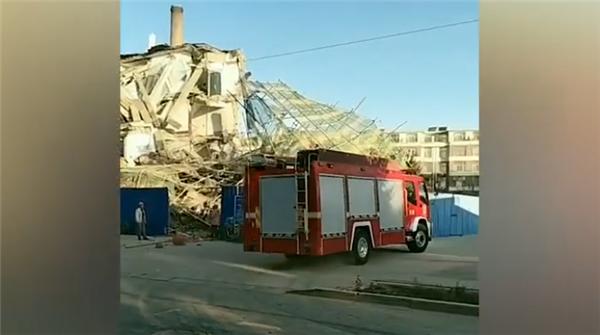 吉林白城一办公楼倒塌,6名施工人员被困