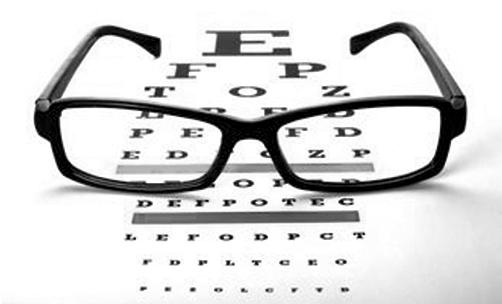 近视手术并不能治愈近视,视力只能通过科学的方式进行矫正