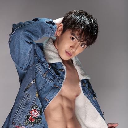 黄新皓(HsinHao),出生于台湾省台北市,中国影视男演员,毕业于台北市华冈艺术学校,后于北京电影学院进修影视表演。