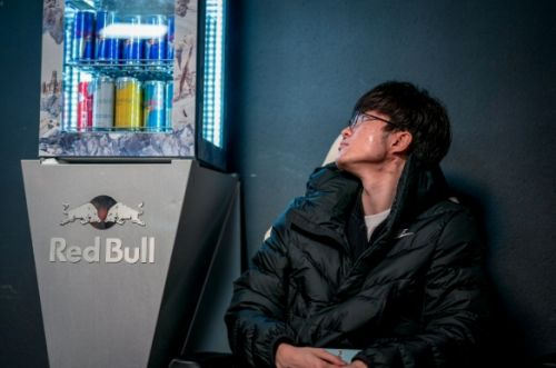 SKT止步四强后Faker被韩国网友狂喷:脑子不清楚还是入伍吧