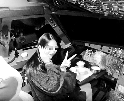网红进飞机驾驶舱,女网红进飞机驾驶舱,女乘客违规进入驾驶舱