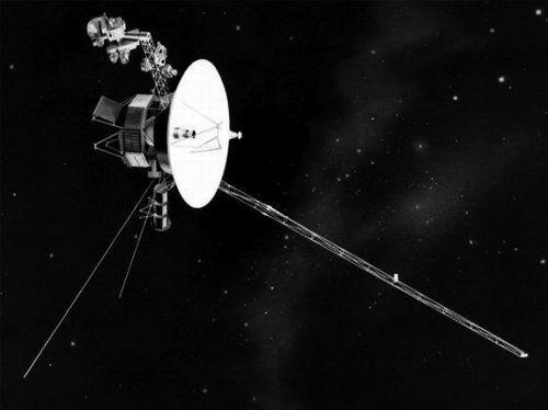 """""""旅行者2号""""探测器在星际空间发回首批数据"""