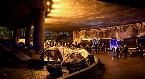 巴黎清除移民营地,法国总理反对庇护权滥用