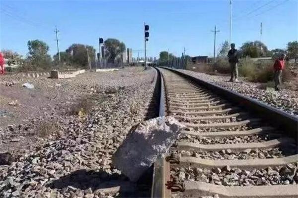 大爷狂奔救下火车是怎么回事 大爷狂奔救下火车是真的吗