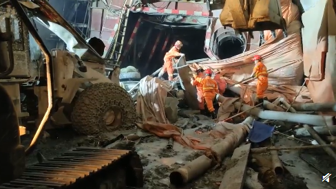 云南公路一在建隧道坍塌,13名施工人员被困2人已获救