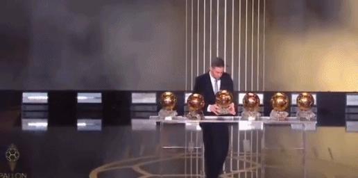 梅西六夺金球奖,梅西金球奖创纪录,梅西超越C罗成足球第一人