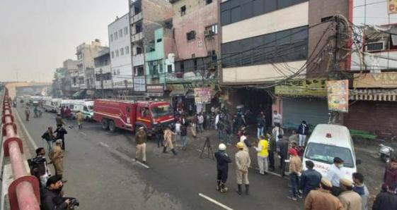 印度新德里一工廠發生火災,至少43人遇難