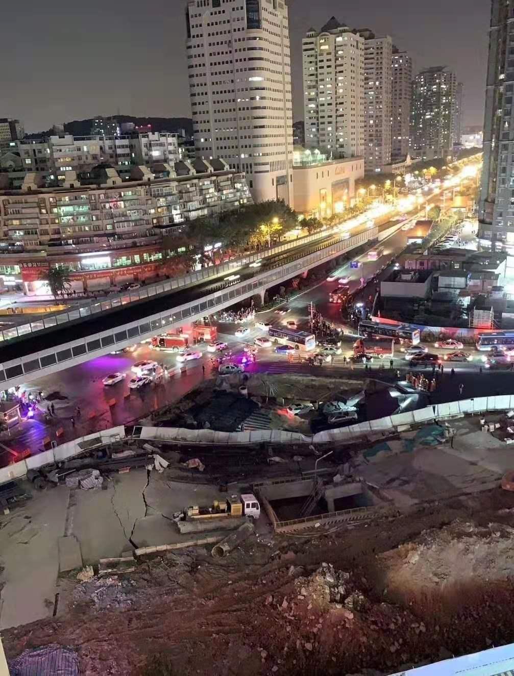 厦门城区发生地陷 塌陷原因疑似水管爆裂引起