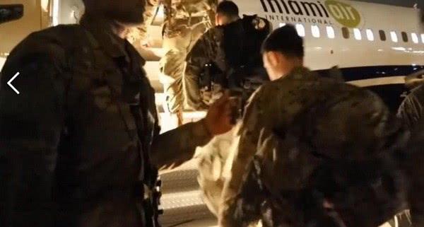 美军士兵全副武装乘民航客机前往中东 是准备下一步对伊朗搞事吗?