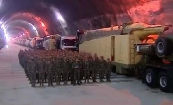 伊朗版地下长城曝光,大大小小的导弹排满通道