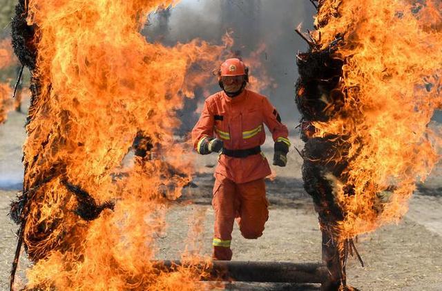 广东珠海化工厂发生爆炸上演现实版烈火英雄 消防员冲进火场关闭60个阀门