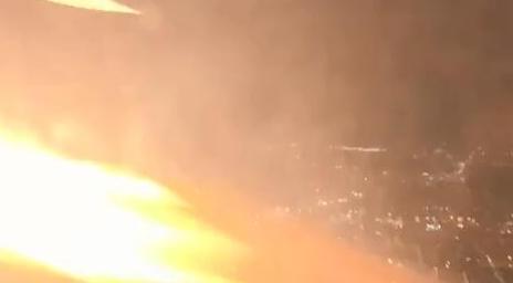 美波音客机引擎喷火,乘客经历一生中最可怕时刻