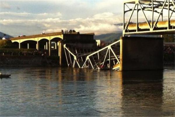 喀麦隆桥梁坍塌,喀麦隆桥梁坍塌原因,喀麦隆桥梁坍塌是怎么回事,喀麦隆桥坍塌