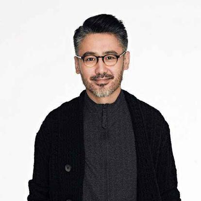 吴秀波,1968年9月5日出生于北京市,中国内地男演员。毕业于中央戏剧学院表演系。2010年,凭借谍战剧《黎明之前》获得第26届中国电视金鹰奖最佳表演艺术男演员和受观众喜爱的电视剧男演员等奖项。