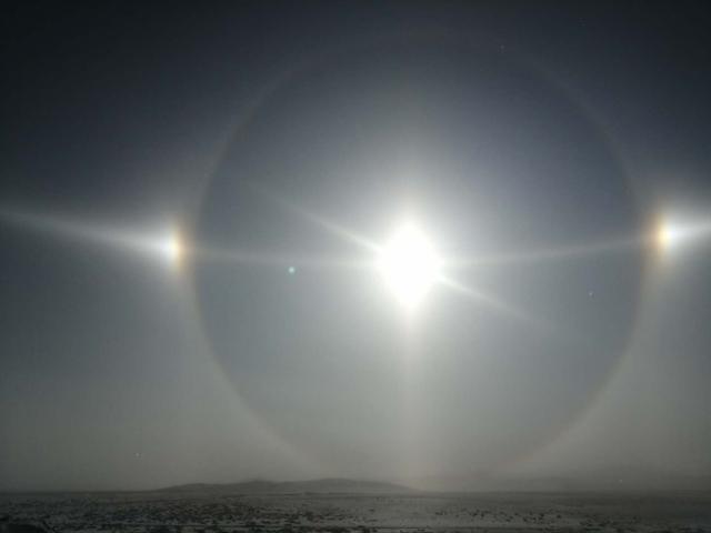 """内蒙古现幻日奇观""""5个太阳"""",幻日是什么?怎么形成的?"""