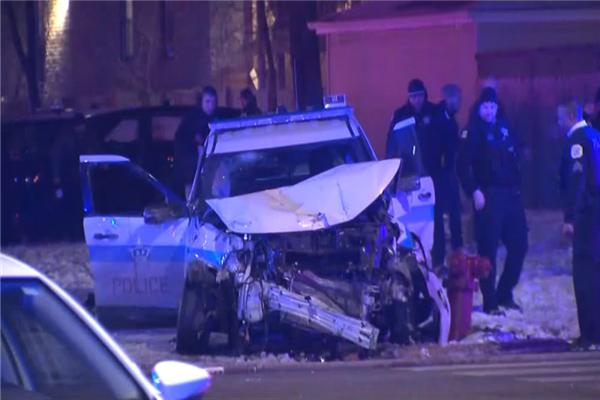 芝加哥两警车相撞是怎么回事 芝加哥两警车相撞原因是什么