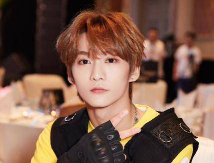 """艺人黄智博被提起公诉 涉嫌以""""卖口罩""""为名诈骗11万元"""