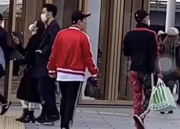 网友日本偶遇王思聪,逛街没带女朋友还不戴口罩