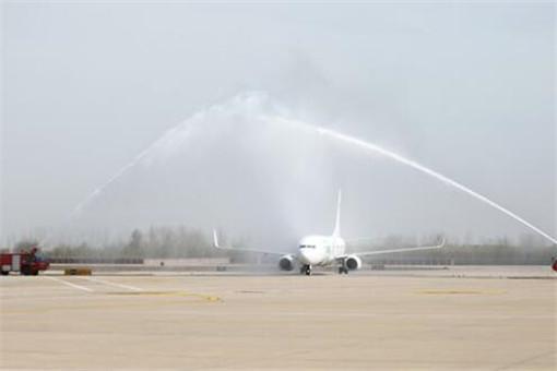 机场水门迎医疗队 飞机为什么要过水门呢