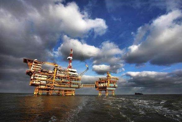 我国渤海现大型油田,预计年产油量可达到40万桶