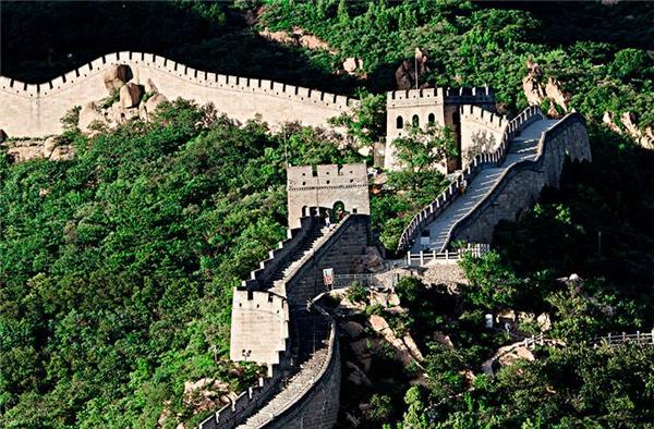 八达岭长城恢复开放,游客可佩带口罩单向进行游览