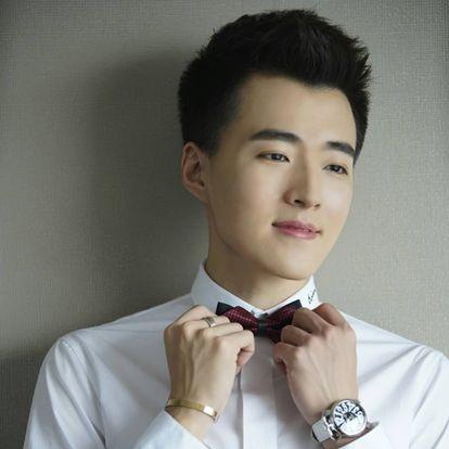乔骏达,1992年5月14日出生于广东省广州市,中国内地影视男演员,毕业于北京电影学院表演系。2013年,出演个人首部电视剧《大江东去》,从而正式进入演艺圈;同年,出演个人首部电影《刺夜》。