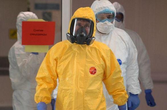 普京看望新冠患者,普京穿防护服看望新冠肺炎患者,俄罗斯总统普京
