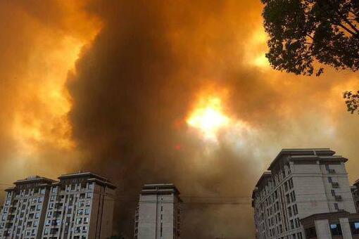 西昌消防发起总攻 2180人再向凉山森林进发
