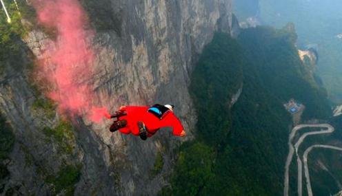 天门山失联女翼装飞行员遗体已找到,降落伞最后未打开