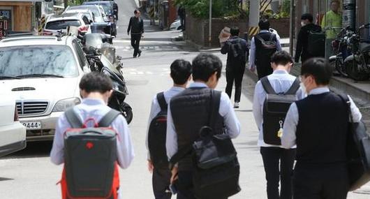 韩国高三复课首日2人确诊,受此影响66所学校再度停课