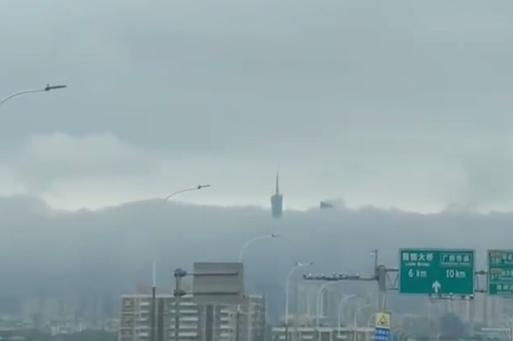 广州出现云墙,广州小蛮腰,广州塔