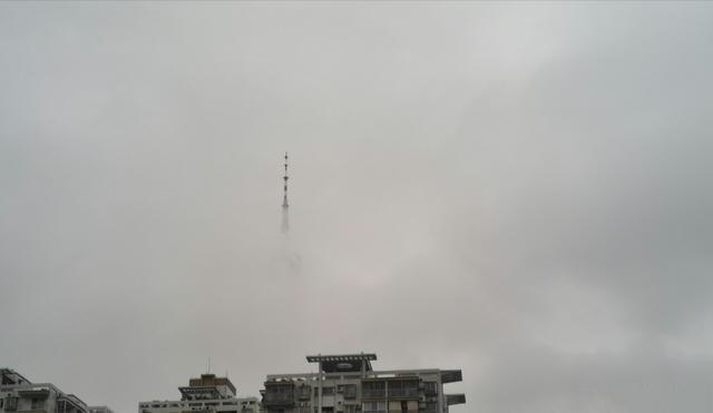 广州出现云墙 小蛮腰露出塔尖如仙境云塔