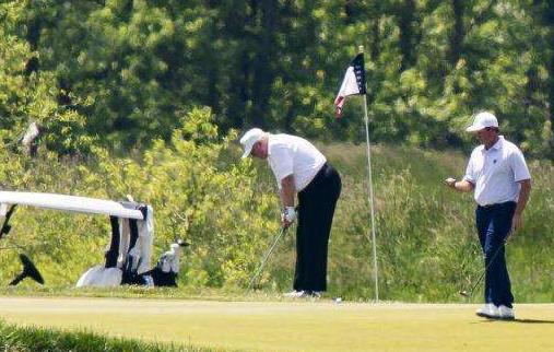 新冠死亡名单震动美国,特朗普还在忙着打高尔夫