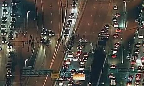 美抗议者遭卡车拖拽碾压身亡,联邦快递正全力配合有关部门调查