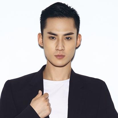 赵文浩,1996年3月23日出生于山西太原,中国内地男演员,毕业于中央戏剧学院舞剧系。2010年,主演陈凯歌导演的古装电影《赵氏孤儿》,饰演赵孤。