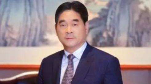 王振华被撤销全国劳动模范称号,此前因涉嫌猥亵9岁儿童被逮捕