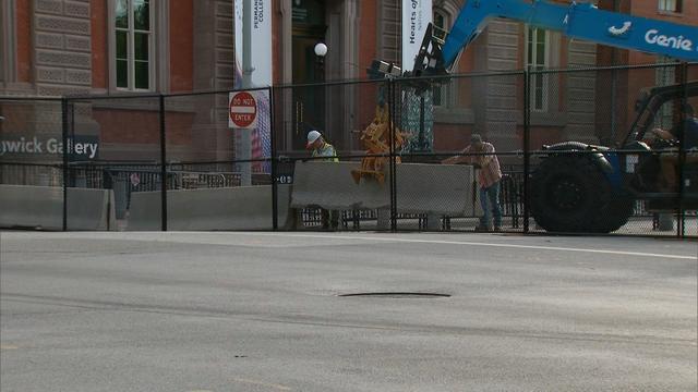 白宫安保再升级 附近围栏被加固水泥墩