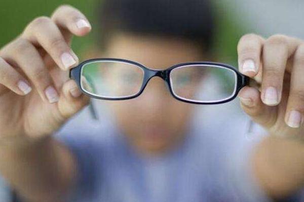 我国近视人数已超6亿_为什么中国青少年的近视率这么高